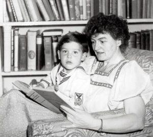 PL Travers avec son fils adoptif. Image : dailymail